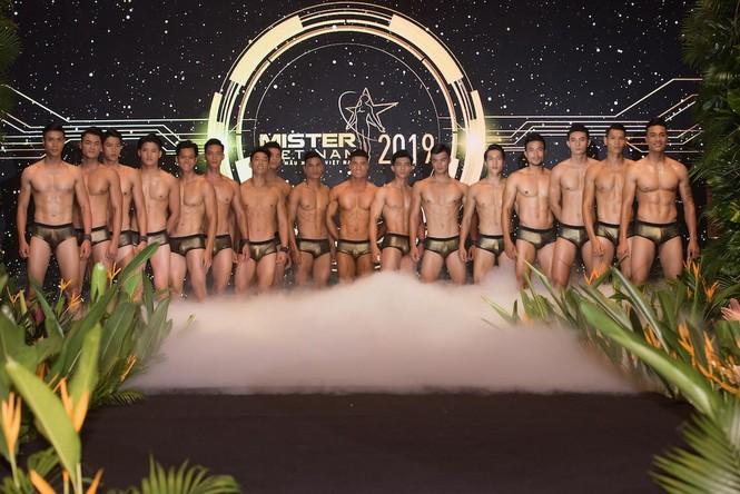 'Nhức mắt' với body chuẩn 6 múi của các thí sinh Mister Việt Nam 2019 - ảnh 17