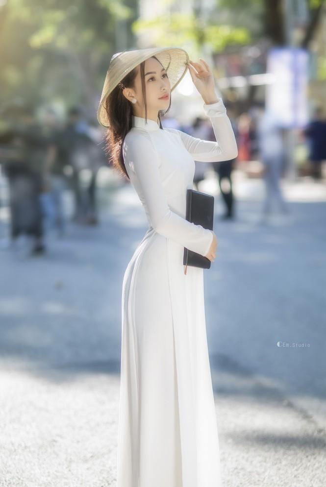 Diện áo dài trắng tinh khôi, Á khôi Phan Thanh Thảo hút hồn mọi ánh nhìn ngày kỷ yếu - ảnh 5