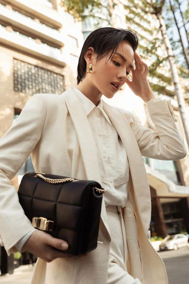 """Đỗ Mỹ Linh, Tiểu Vy, Châu Bùi, Tú Hảo đua nhau khoe dáng với """"It Bag""""  - ảnh 5"""