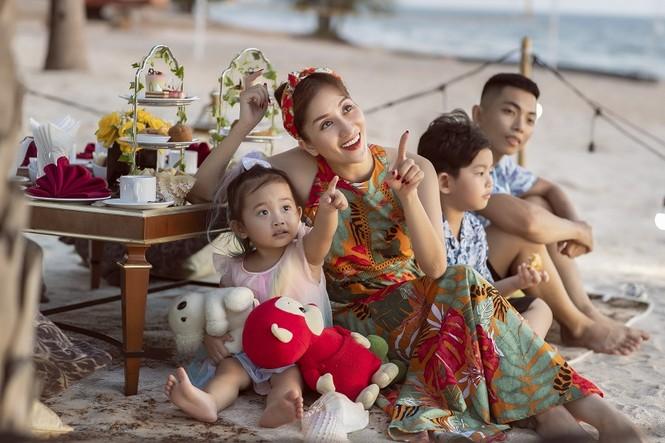 """Phan Hiển, Khánh Thi đập tan quan niệm """"phụ nữ lấy chồng trẻ thì không được chiều"""" ra sao? - ảnh 2"""