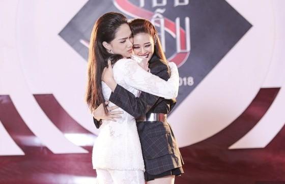 Hoa hậu Khánh Vân bị cư dân mạng công kích vì lên tiếng bảo vệ Hương Giang - ảnh 2