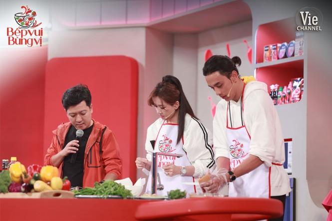 """Thi nấu ăn, Hari Won hạ gục """"bà mẹ đảm đang"""" Lâm Vỹ Dạ vì lý do này - ảnh 3"""