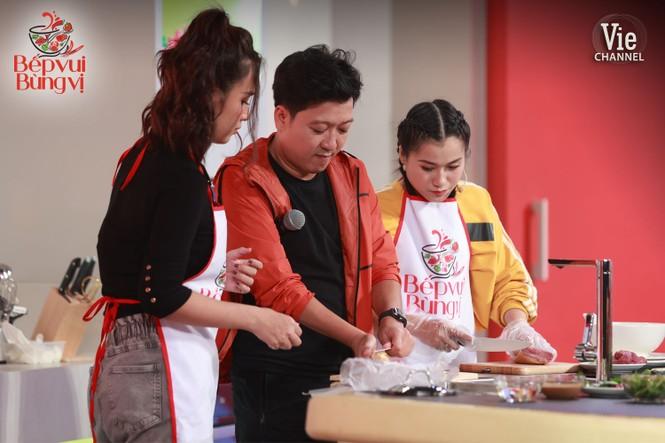 """Thi nấu ăn, Hari Won hạ gục """"bà mẹ đảm đang"""" Lâm Vỹ Dạ vì lý do này - ảnh 4"""