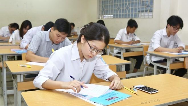 Đà Nẵng xếp bàn ghế giãn cách cho thí sinh ở kỳ thi tốt nghiệp THPT năm 2020 - ảnh 1