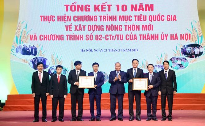 Thủ tướng Nguyễn Xuân Phúc: Nông thôn Hà Nội nay đã có nhà lầu, xe hơi - ảnh 2