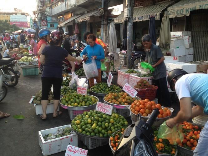Ngày đầu nghỉ lễ 2/9: Siêu thị đông ngẹt, thực phẩm nhảy giá - ảnh 14