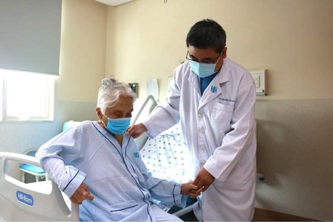 Cụ bà 105 tuổi hồi phục thần kỳ sau 3 ca đại phẫu - ảnh 1