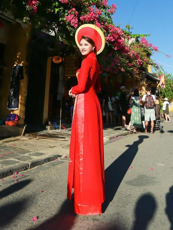 Thí sinh chung kết iMiss Thăng Long thả dáng trên phố Hội - ảnh 13