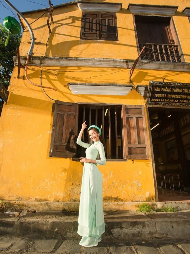 Thí sinh chung kết iMiss Thăng Long thả dáng trên phố Hội - ảnh 15