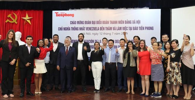 Đoàn đại biểu thanh niên Venezuela thăm báo Tiền Phong - ảnh 4