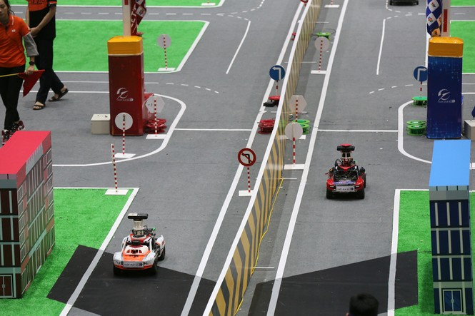 Tìm ra quán quân vô địch cuộc đua số xe tự hành chinh phục tình huống giao thông - ảnh 1