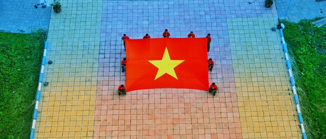 Lễ chào cờ đặc biệt nơi đảo tiền tiêu của Tổ quốc - ảnh 1