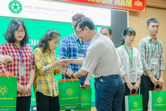 Học viện Nông nghiệp Việt Nam hỗ trợ sinh viên bị ảnh hưởng bởi dịch COVID-19 - ảnh 1