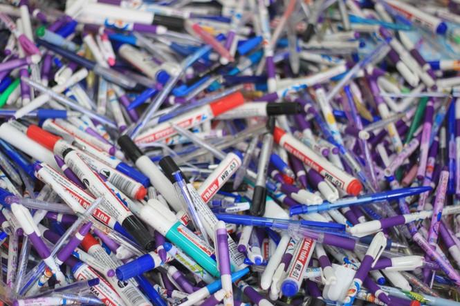 Hô biến hơn 4.000 chiếc bút bi đã qua sử dụng thành những mô hình học tập - ảnh 4