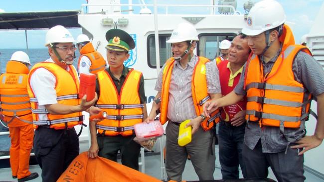 Tìm thuyền viên tàu Phúc Xuân mất tích: Hy vọng mong manh - ảnh 1