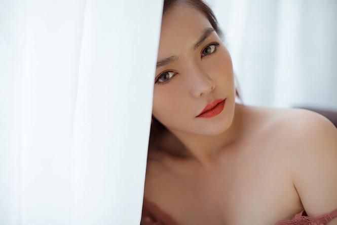 Hồng Kim Hạnh 'lột xác' với phong cách gợi cảm táo bạo - ảnh 2