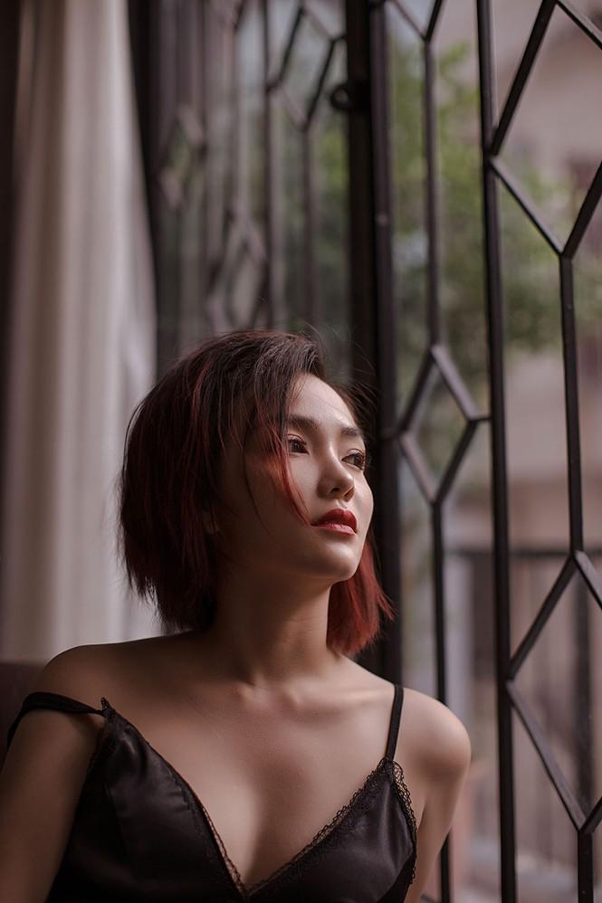 Hồng Kim Hạnh 'lột xác' với phong cách gợi cảm táo bạo - ảnh 4