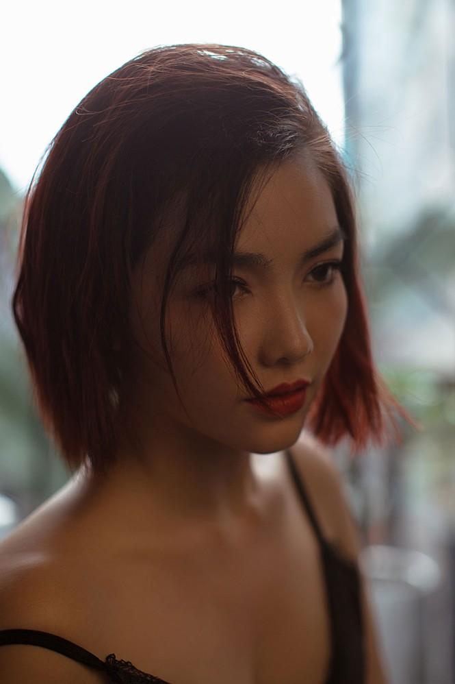 Hồng Kim Hạnh 'lột xác' với phong cách gợi cảm táo bạo - ảnh 6