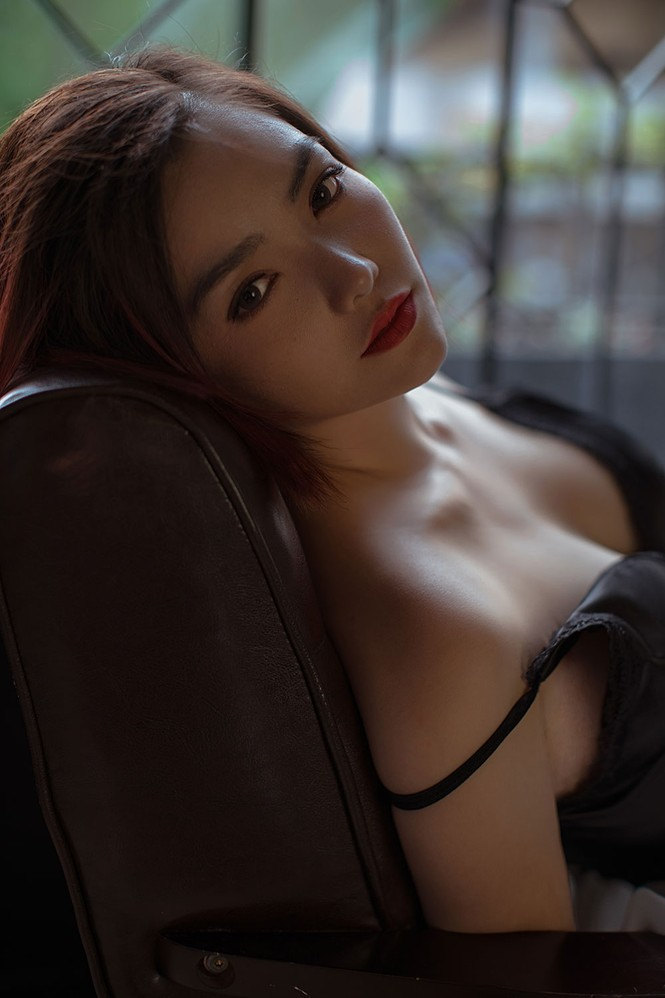 Hồng Kim Hạnh 'lột xác' với phong cách gợi cảm táo bạo - ảnh 1