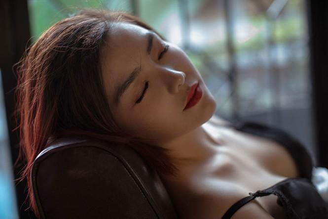 Hồng Kim Hạnh 'lột xác' với phong cách gợi cảm táo bạo - ảnh 9