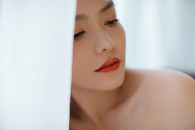 Hồng Kim Hạnh 'lột xác' với phong cách gợi cảm táo bạo - ảnh 10