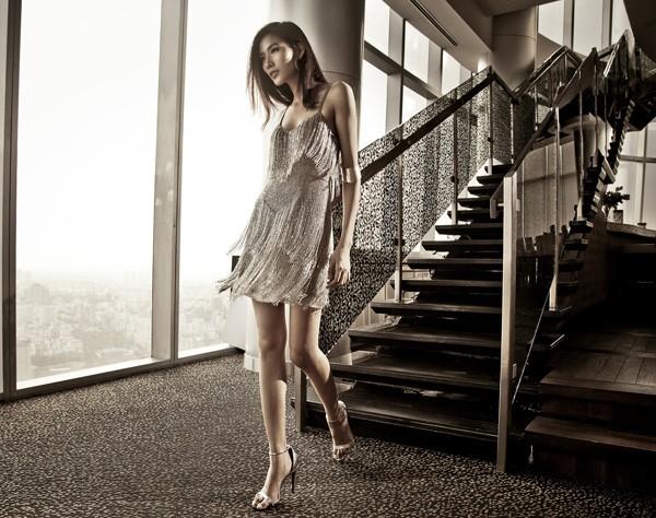 Hoàng Thùy kiêu sa với các thiết kế mới của Kate Moss - ảnh 1