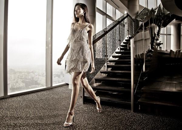 Hoàng Thùy kiêu sa với các thiết kế mới của Kate Moss - ảnh 2