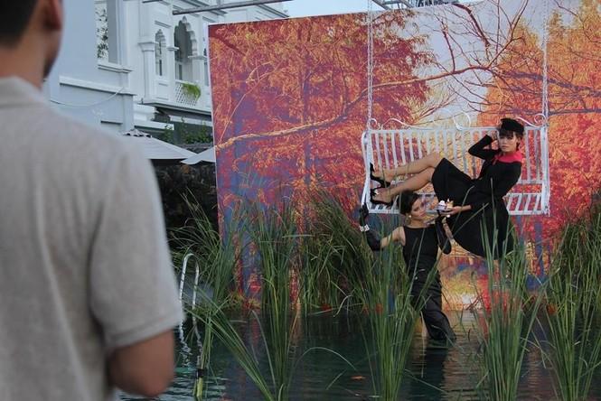 Thí sinh Next Top Model rơi xuống hồ nước khi chụp ảnh - ảnh 4