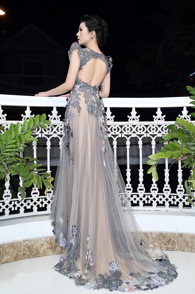 Lệ Quyên lưng trần nuột nà với váy xuyên thấu - ảnh 4