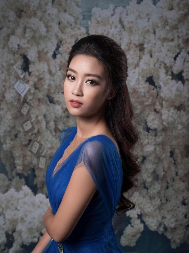 Hoa hậu Mỹ Linh lộng lẫy đầy quyến rũ với váy đuôi cá - ảnh 1