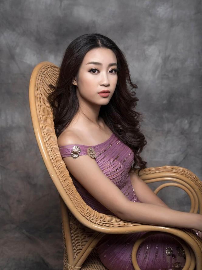 Hoa hậu Mỹ Linh lộng lẫy đầy quyến rũ với váy đuôi cá - ảnh 2