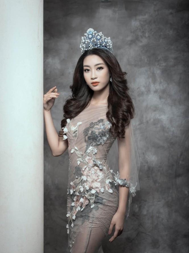 Hoa hậu Mỹ Linh lộng lẫy đầy quyến rũ với váy đuôi cá - ảnh 4