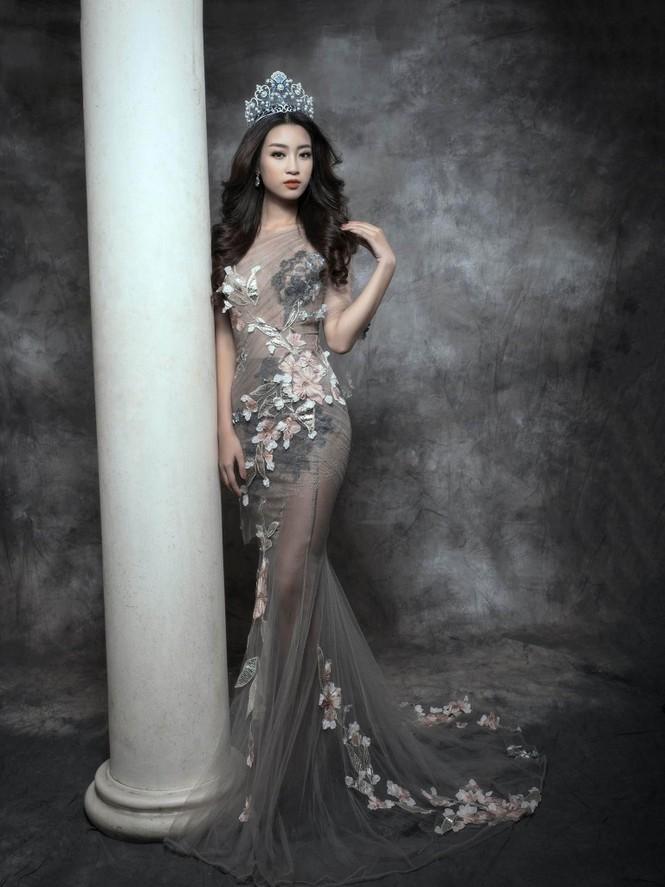 Hoa hậu Mỹ Linh lộng lẫy đầy quyến rũ với váy đuôi cá - ảnh 6