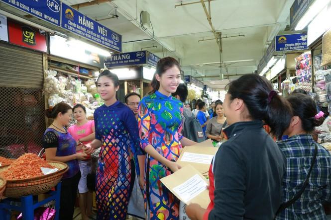 Ngọc Hân, Mỹ Linh, Thanh Tú mặc áo dài nhảy flashmob ở Hồ Gươm - ảnh 13