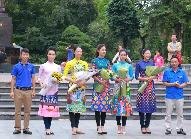 Ngọc Hân, Mỹ Linh, Thanh Tú mặc áo dài nhảy flashmob ở Hồ Gươm - ảnh 2