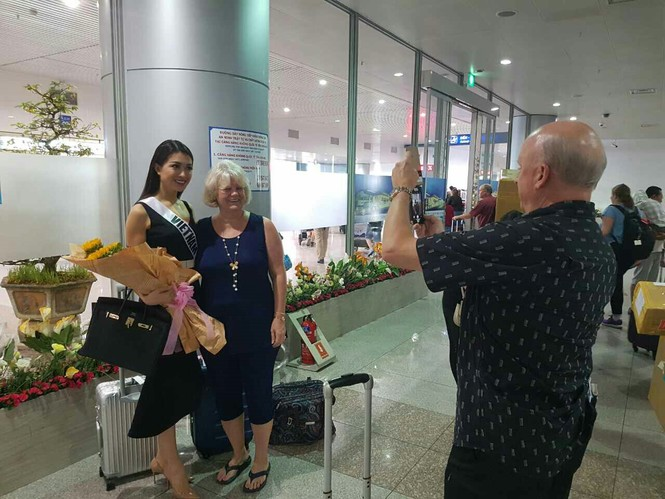 Lệ Hằng rạng rỡ về Việt Nam ăn Tết muộn  - ảnh 8