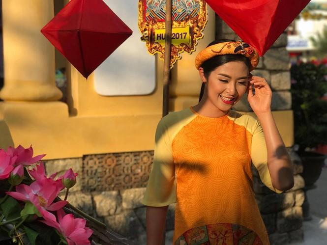 Ngọc Hân, Thanh Tú diện áo dài, diễu hành trên đường phố Huế - ảnh 5