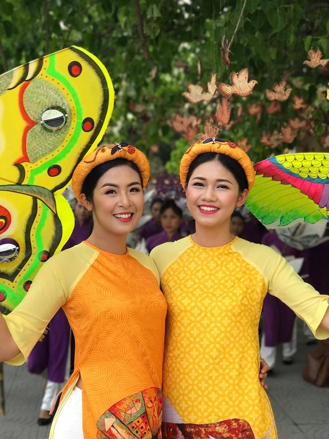 Ngọc Hân, Thanh Tú diện áo dài, diễu hành trên đường phố Huế - ảnh 3