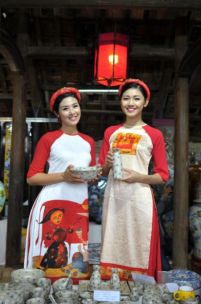 Ngọc Hân, Thanh Tú diện áo dài, diễu hành trên đường phố Huế - ảnh 6