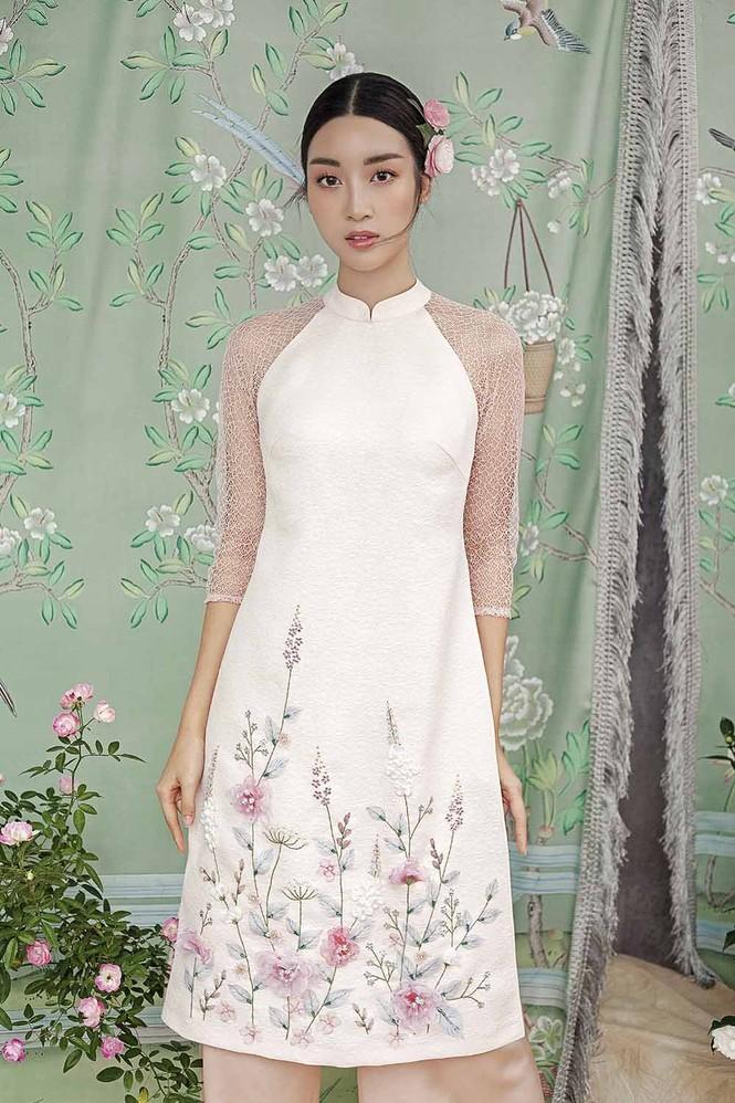 Hoa hậu Đỗ Mỹ Linh duyên dáng với áo dài cách tân ngày Tết - ảnh 5