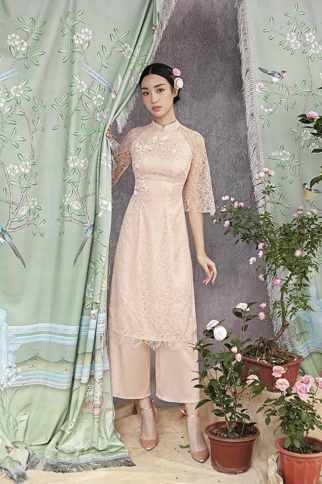 Hoa hậu Đỗ Mỹ Linh duyên dáng với áo dài cách tân ngày Tết - ảnh 8