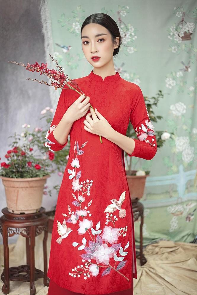 Hoa hậu Đỗ Mỹ Linh duyên dáng với áo dài cách tân ngày Tết - ảnh 9