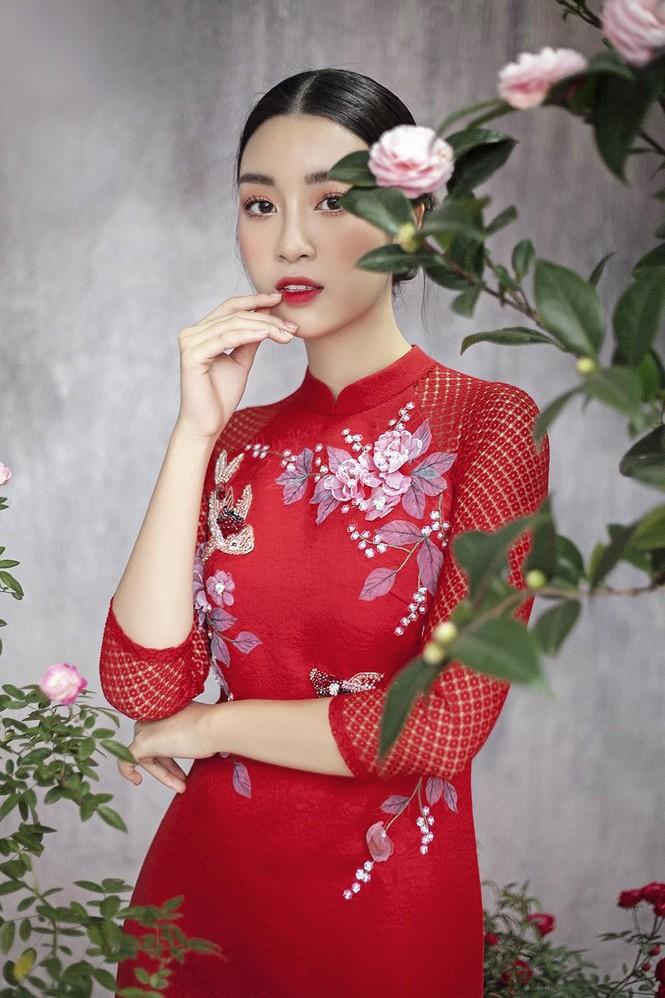 Hoa hậu Đỗ Mỹ Linh duyên dáng với áo dài cách tân ngày Tết - ảnh 11