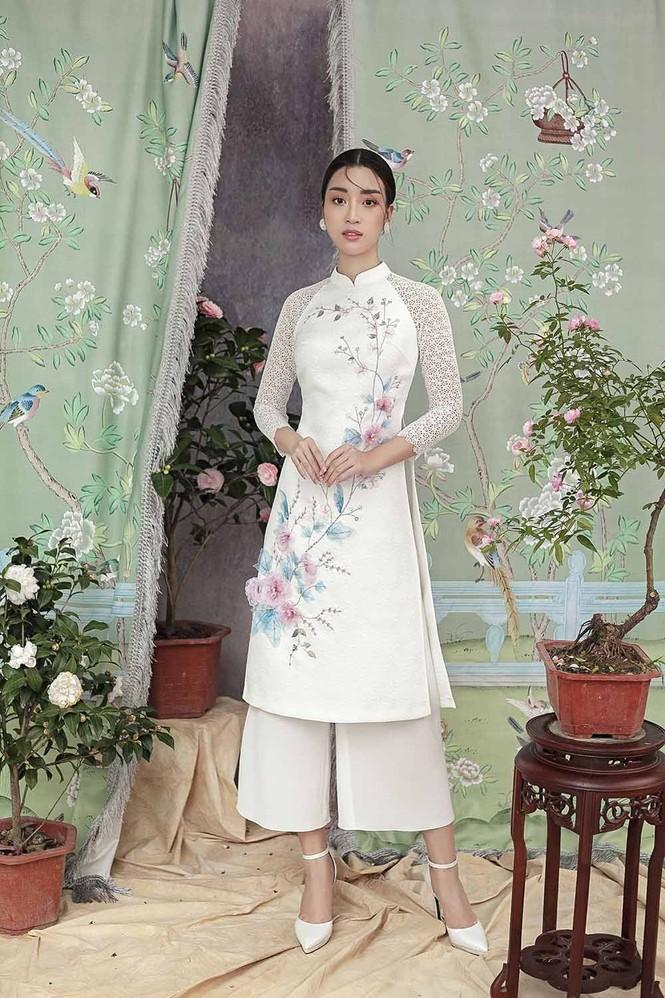 Hoa hậu Đỗ Mỹ Linh duyên dáng với áo dài cách tân ngày Tết - ảnh 2