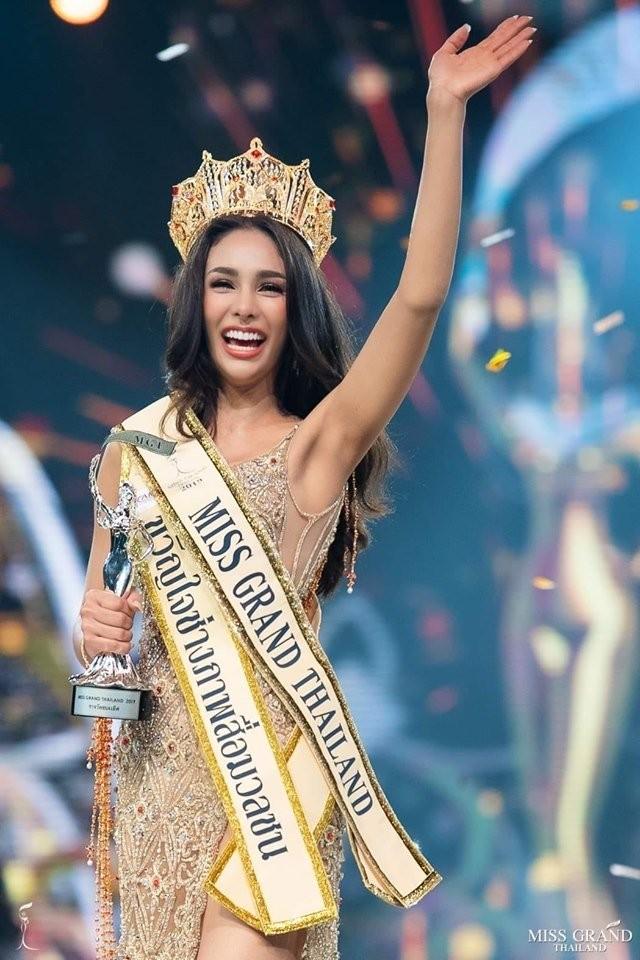 Body nóng bỏng của tân hoa hậu đang bị tẩy chay dữ dội ở Thái Lan  - ảnh 1