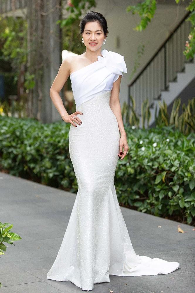 Hoa hậu Tiểu Vy - Mỹ Linh đội vương miện kiêu sa, khoe nhan sắc tựa 'nữ thần' - ảnh 8