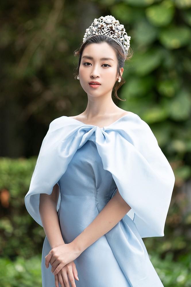 Hoa hậu Tiểu Vy - Mỹ Linh đội vương miện kiêu sa, khoe nhan sắc tựa 'nữ thần' - ảnh 3