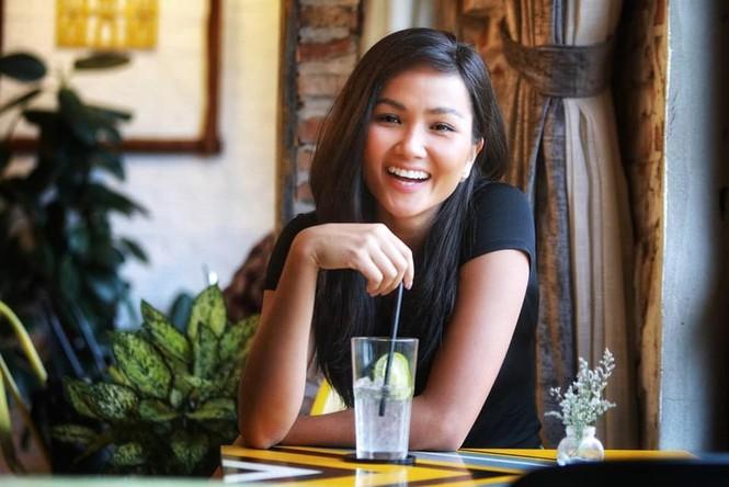 Hoàng Thuỳ liên tục 'oanh tạc' các bảng xếp hạng trước thềm Miss Universe 2019 - ảnh 4