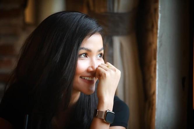 Hoàng Thuỳ liên tục 'oanh tạc' các bảng xếp hạng trước thềm Miss Universe 2019 - ảnh 5