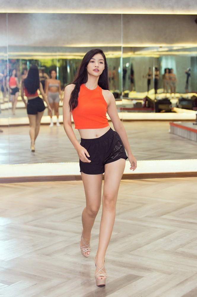 Siêu mẫu Như Vân nóng 'bỏng mắt' tập catwalk cho Á hậu Kiều Loan, Tường San  - ảnh 10